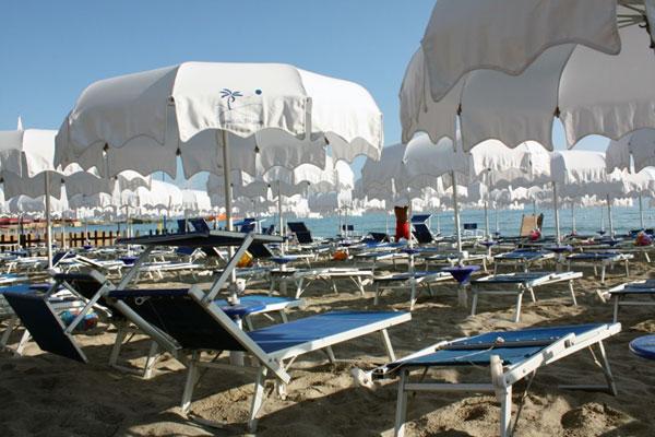 spiaggia e stabilimento balneare l'isola dei briganti a San Foca (Salento)
